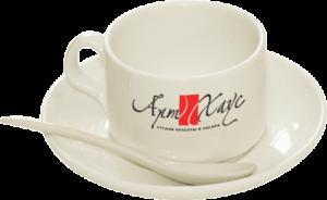 Приятным сюрпризом будет чайная пара с логотипом компании