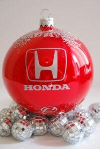 корпоративным подарком к Новому году для сотрудников может стать елочная игрушка